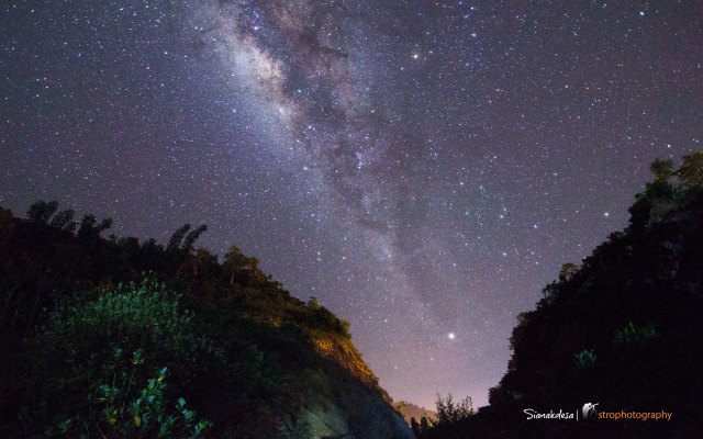 Milkyway Between The Hill